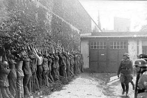 Polscy_pocztowcy_po_kapitulacji_Gdańsk_1.09.1939